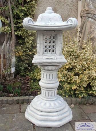 Japanische gartendekoration steinlaterne pagode for Japanische gartendekoration