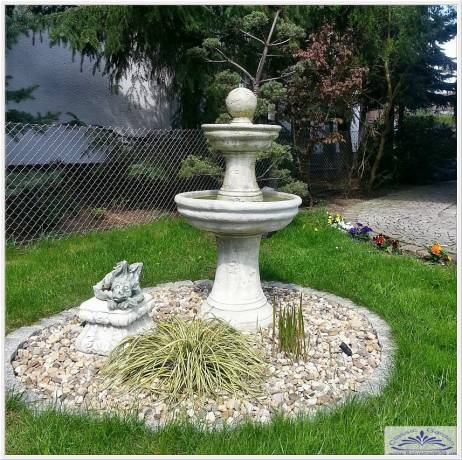 rustikaler toskansicher brunnen mit kugel als garten dekobrunnen gartenfiguren produzent und. Black Bedroom Furniture Sets. Home Design Ideas