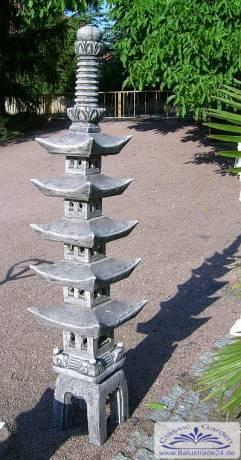 Japanische steinlaterne japaniascher garten steinlaternen for Japanische gartendekoration