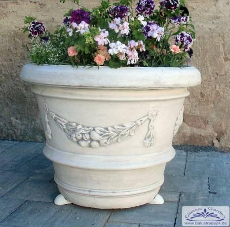 Großer Pflanzkübel aus Beton mit Blumen Girlanden - Gartenfiguren ...