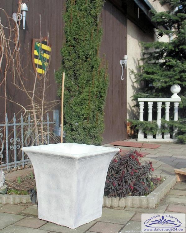 Moderner quadratischer pflanzk bel in betonoptik als blumen pflanzkasten gartenfiguren aus - Moderne pflanzschalen ...