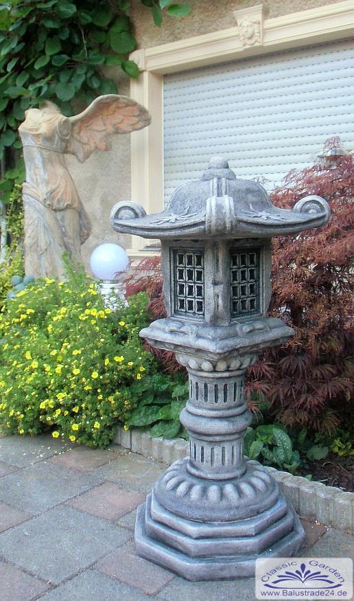 Japanische gartendekoration steinlaterne pagode for Japanische gartenfiguren