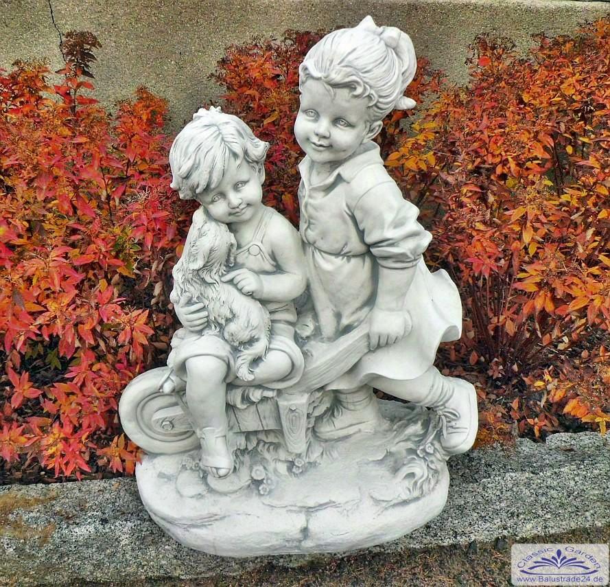 junge und m dchen gartenfigur kinder mit schubkarre figur