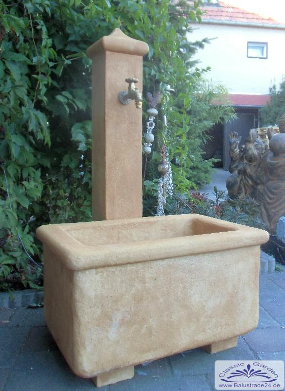 sch pfbrunnen als wasserzapfstelle im garten und hof gartenfiguren produzent und h ndler von. Black Bedroom Furniture Sets. Home Design Ideas