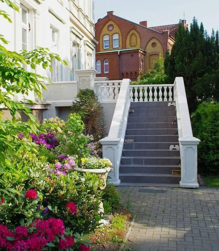 barock balkongel nder mit baluster s ulen balustrade. Black Bedroom Furniture Sets. Home Design Ideas