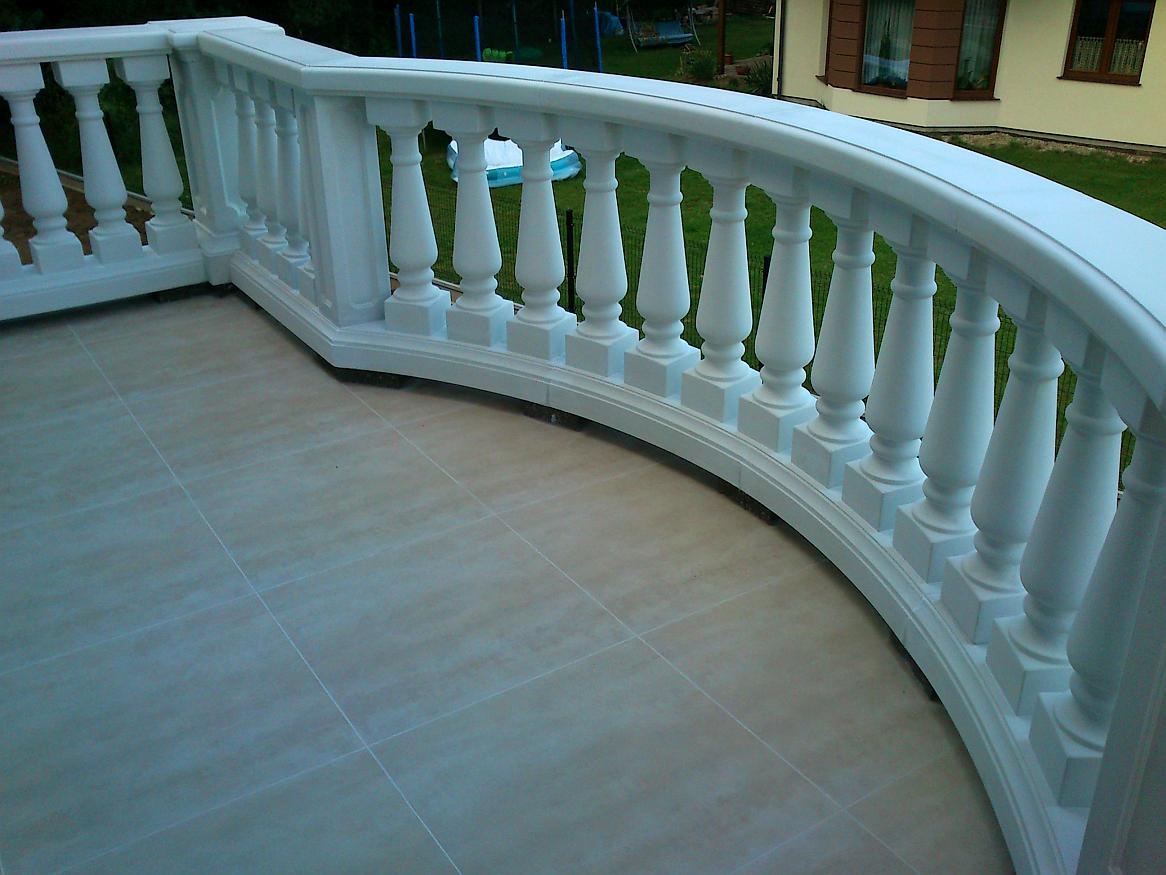 terrassengel nder mit balusters ulen pfeiler balustrade. Black Bedroom Furniture Sets. Home Design Ideas