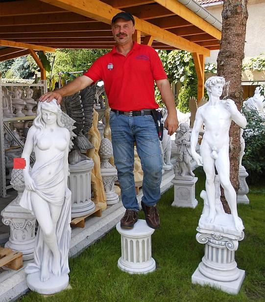 Mit Gartenfiguren Gartenbrunnen